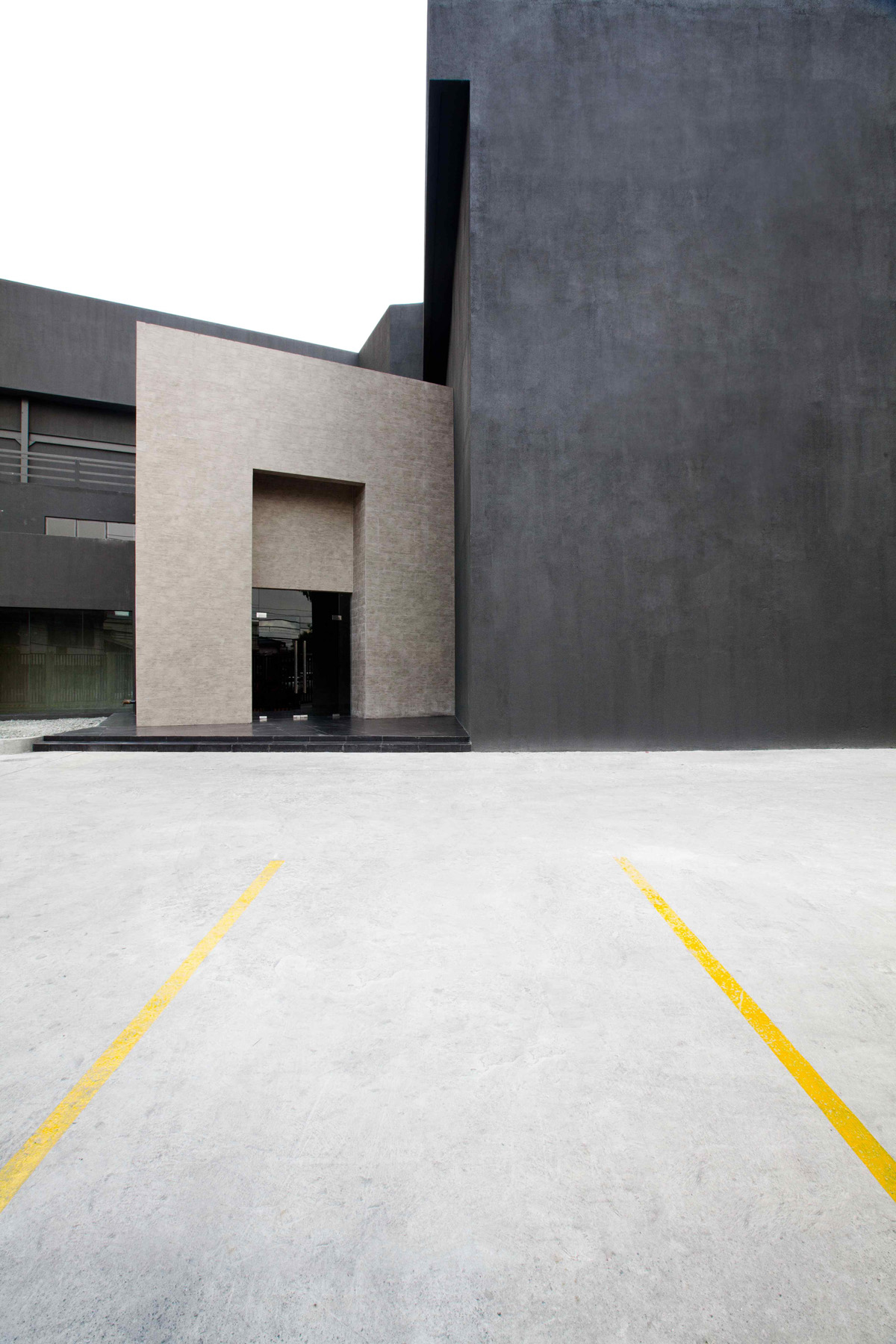 Shooting Gallery Studios Manila - Facade 3 / Parking Space